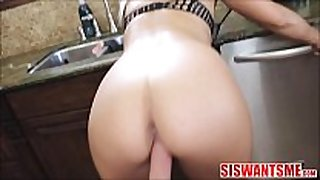 Stepsister stuck and fucked