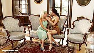 Divan delights by sapphic erotica - lesbo lov...