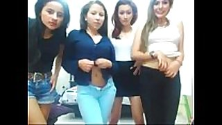 Cuatro caliente latinas desnudandose por web camera...