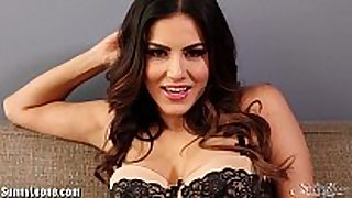 Sunnyleone striptease on the bed