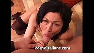 Italian milf cougar hot - matura italiana scopa...