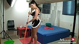 Maid amanda jane bonks hotel guest with dick juice r...