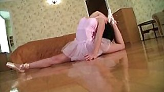 Flexible gymnast gets fucked