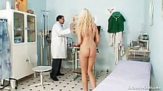 Gorgeous blonde playgirl love tunnel gyno exam