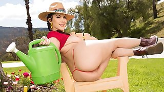 Insatiable brunette Valentina Nappi gets her horny pussy plowed