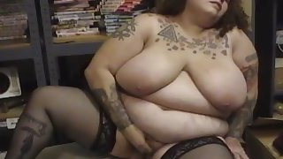 Fat mature in black stockings fucks herself with dildo