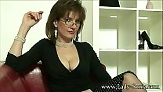 Uk milf sonia craves cum, but doesn't have time ...
